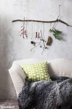 Talventörröttäjä kotiin – 5 kaunista ideaa!   Kotivinkki Planting Flowers, Anna, Throw Pillows, Bed, Plants, Home, Toss Pillows, Cushions, Stream Bed