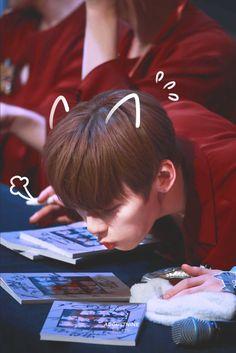 Kewt~ ♡ Look! Nu Est Minhyun, Nu'est Jr, First Boyfriend, Cute Korean Boys, Fans Cafe, My Destiny, Ha Sungwoon, Kim Jaehwan, Guardian Angels