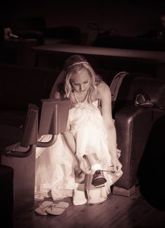 We love this picture of our beautiful #bride at #Pinstripes!