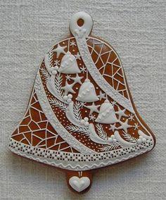 zvon se zvonky/à transposer en porcelaine froide ou bois+ dentelles&broderies anciennes de récup+peinture à cerner/DB
