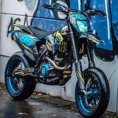 Ktm Dirt Bikes, Cool Dirt Bikes, Custom Sport Bikes, Custom Motorcycles, Drz400 Supermoto, Motard Bikes, Motorcross Bike, Dirt Bike Girl, Moto Bike