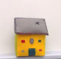 Miniature Manor House Sculpture  £28.00