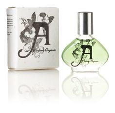 Our signature perfume Green, is a juicy herbal potion with rose (New York's state flower), black truffle, blue and roman chamomile and an overdose of ylang ylang with a smooth wood finish. Citrus fruits, rare spices and precious herbs from the West Coast, inspired by an amazing, and unforgettable hi