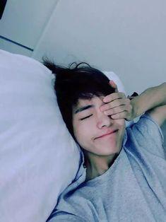 Read ~Taehyung~ from the story BTS Imagina by Min_Mire_Park with reads. j-hope, jungkook, taehyung. Añorabas ver a tu querido alíen o TaeTae como te gus. Taehyung Selca, Jimin Jungkook, Bts Bangtan Boy, Bts Boys, Taehyung Red Hair, Taehyung Smile, Taehyung Fanart, Daegu, K Pop