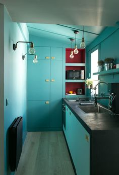 We don't know exactly what is the total area of this Paris apartment but rooms here look really small. Despite this fact, designers from GCG ✌Pufikhomes - source of home inspiration Kitchen Interior, Kitchen Design, Kitchen Decor, Space Interiors, Colorful Interiors, Small Space Living, Small Spaces, Kitchen 2016, Red Cabinets