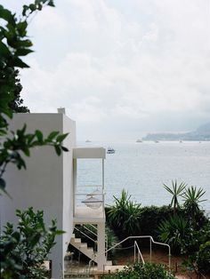 Eileen Gray, E1027 - seaside villa - coté d'Azur More