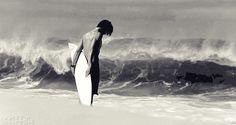 Tudo começou naquele verão…   Estava um dia quente, como um dia normal de Verão, o mar estava calmo e eu passeava à beira-mar ao som ...