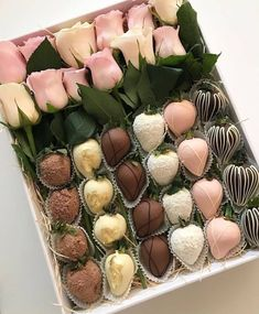 Ideas Chocolate Decorations For Cupcakes Sweets Chocolate Dipped Strawberries, Chocolate Covered Strawberries, Flower Box Gift, Gift Flowers, Flower Boxes, Strawberry Dip, Strawberry Ideas, Chocolate Bouquet, Edible Arrangements