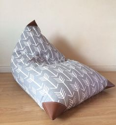 Kids Bean Bag Enveloppe - Pouf - Gray and White Arrow and Leatherette Child Seat COVER