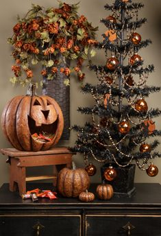 "PUMPKIN JACK: Pumpkin Candy Container: ""Hall"" O' ween Decor......www.ragonhouse.com."
