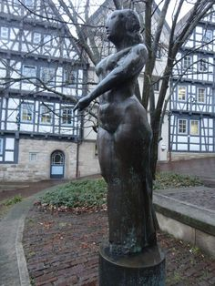 This is a figurative sculpture called 'Große Stehende' (Huge standing Woman). It is located nearby to the town hall in Böblingen, Germany, Baden-Württemberg.
