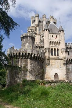 This castle with medieval origins is like something out of someone's imagination. Castillo de Butron in Spain Beautiful Castles, Beautiful Buildings, Beautiful Places, Chateau Medieval, Medieval Castle, Bilbao, Famous Castles, Castle In The Sky, Voyage Europe