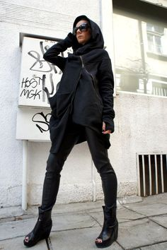 Gorgeous Hooded Black Quilted Coat / Extra Long sleeves Extravagant and Unique Black Asymmetrical Coat With Zip and large pocket.so comfortable Dark Fashion, Love Fashion, Fashion Outfits, Mode Style, Style Me, Mode Alternative, Asymmetrical Coat, Moda Outfits, Diesel Punk