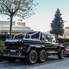 Mercedes-Benz G 63 AMG 6x6 (Instagram @omarbahlol)
