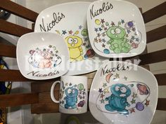 Martians collection. Vajilla marcianos pintada a mano. Hanfpsinted Decorative Plates, Home Decor, Painted Porcelain, Dish Sets, Interior Design, Home Interior Design, Home Decoration, Decoration Home, Interior Decorating
