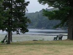 Amanecer frente al lago