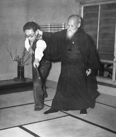 O SENSEI AND HIS SON KISSHOMARU PRACTICING JODORI.........PARTAGE OF O SENSEI UESHIBA MORIHEI FOUNDER OF AIKIDO........ON FACEBOOK...........