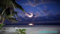 Full moon in Playa del Carmen by www.albertos-scuba.com