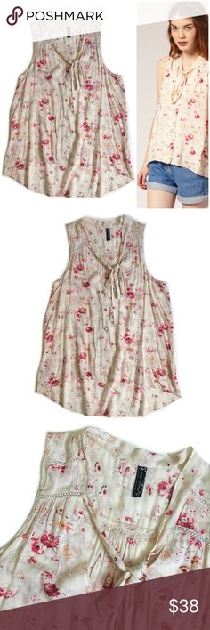 Free People Printed Sheila Pussy Bow Top Free People Shelia Top in Good Preowned Condition. Free People Tops Blouses