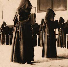 Carmelitas rezam oficio