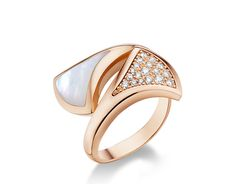 DIVA ring in 18 kt pink gold with mother of pearl and pav
