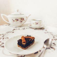 Zdravý makovo-špaldový koláč.  #mak #makovykolac #spaldovykolac #poppyseeds #cake #healthycake #zdravykolac #zdravastrava #vyziva  #zdravavyziva #vegan #vegetarian #food #veganfood #veganskejedlo #restauracia #zdravarestauracia #nitra #restaurant #slovakia #slovensko #bio #eko #organic #dnesjem #dnesjemvegan #healthyeating #panibaklazani