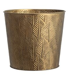 Gold-colored. Plant pot in metal with an embossed leaf pattern. Height 8 1/4 in., diameter at top 9 in.