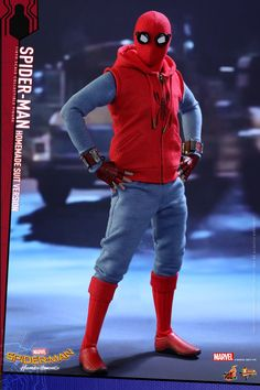 Get a closer look at Spider-Man's homemade costume from this Hot Toys' 12 inch action figure | Notey
