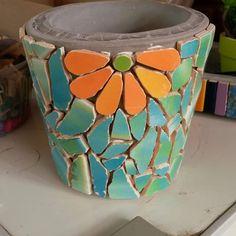 Mosaic Flower Pots, Mosaic Pots, Mosaic Garden, Mosaic Glass, Mosaic Tiles, Mosaics, Mosaic Art Projects, Mosaic Crafts, Broken China Crafts