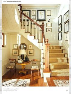 The wall of the stairs can be a challenge to decorate.,we collect the most creative staircase wall decorating ideas Style At Home, Home Interior, Interior And Exterior, Interior Livingroom, Balustrades, Banisters, Stair Treads, Foyer Decorating, Decorating Ideas