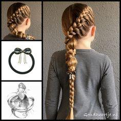 A french braid into a bubbele braid and a 3D braid with beautiful hair elastic from the webshop www.goudhaartje.nl (worldwide shipping).   #hair #hairstyle #braid #braids #plait #trenza #peinando #beautifulhair #longhair #blonde #gorgeoushair #stunninghair #hairaccessories #hairinspo #braidideas #hairstylesforgirls #amazinghair #hairfeed #hairpost #ponytail  #goudhaartje