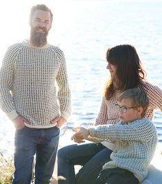 Fiskegenser | En klassisk, eller tradisjonell om du vil, strikket genser i to farger. Her strikker du med en farge per runde, og slipper å holde orden på flere tråder samtidig.