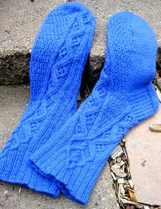 Spiegel socks (Ethnic Knitting Adventures): Knitty First Fall 2012