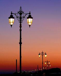 Μαντεμενια φωτιστικα Καμαριανακης Group Ρετσινα 32 Πειραιας Μοναδικα μαντεμενια φωτιστικα για την πολη την βεραντα τον κηπο σας www.kamarianakis.gr