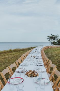Saks Fifth Avenue and Outstanding in the Field Set the Most Incredible Table at a Benefit Dinner the Hamptons Outdoor Table Settings, Everything And Nothing, Course Meal, Chicago Skyline, East Hampton, Art Festival, Dinner Table, Saks Fifth Avenue, The Hamptons