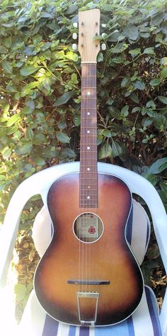 55/56 Acoustic Parlor Toledo Egmond guitar - The same one with which Georges Harrisson begun his career..