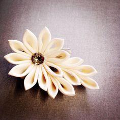 whiteシリーズ #つまみ細工 #髪飾り #ブローチ #結婚式 #ブライダル #white #白 #あわや