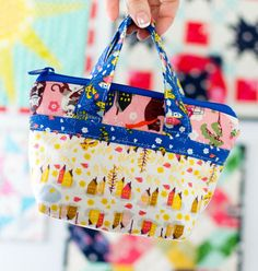 Sew A Bag Sew a super adorable Tiny Bag - free pattern! - All your favorite fabric scraps are screaming to be sewn into a super cute tiny tote! This free tiny bag pattern is so fun to make. And because it's so small, it's really fast to sew too. Bag Patterns To Sew, Sewing Patterns Free, Free Sewing, Free Pattern, Sewing Designs, Pattern Sewing, Diy And Crafts Sewing, Easy Sewing Projects, Sewing Tutorials