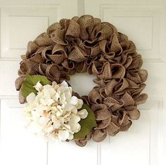 Rustic tan burlap wreath accented with a cream hydrangea, Rustic burlap wreath, Rustic outdoor decor, Rustic spring burlap wreath, Farmhouse – Wreath Burlap Projects, Burlap Crafts, Wreath Crafts, Diy Crafts, Diy Projects, Flower Crafts, Wood Crafts, Diy Fall Wreath, Holiday Wreaths