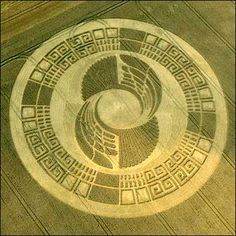 CropCircle-2012-Mayan-Wheel-Silbury_Hill,_Wiltshire,_2-3_August_2004