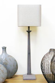 Lampe en bois patinée