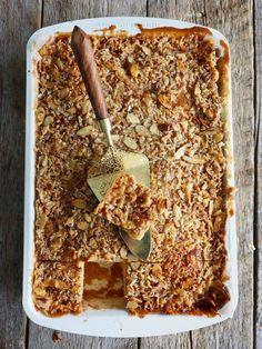 Toscakake i langpanne (med en vri) - Mat På Bordet Scandinavian Food, Let Them Eat Cake, Banana Bread, Dessert Recipes, Gluten, Baking, Breakfast, Sweet, Foods