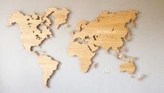MyWorld� is een houten wandkaart van de wereld, ontworpen door DailyLiving atelier en leverbaar in diverse houtsoorten.