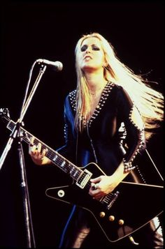 Lita Ford ✾ The Runaways Lita Ford, Pop Punk, Die Füchsin, Musica Metal, Women Of Rock, Guitar Girl, Women In Music, Female Guitarist, Heavy Metal Music