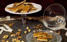 Idea last minute per la calza della befana: le caramelle di croccante. Le caramelle di croccante sono quanto di più semplice e gustoso si possa pensare. Pochi semplici passaggi e sono pronte. Una preparazione tradizionale che farà andare matti i più grandi e i piccoli d #ricette #dolci #befana #calza