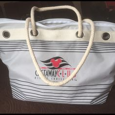 Adorable Disney Cruise Tote Adorable Disney Cruise Tote very clean used once, a nice tote for pool/ beach day  Disney Bags Totes
