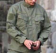 Vojenská blúza v strihu CPU™ (Combat Patrol Uniform), ktorý používa poľská armáda od roku 2010. Blúza CPU™ je v olivovej farbe. Materiál je veľmi pevný, odolný a pohodlný. http://www.armyoriginal.sk/3145/113325/bluza-cpu-olivova-helikon.html