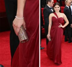 Ariel-Winter-Jimmy-Choo-Tube-Clutch_facebook.com_oomph_BEST CLUTCHES FROM #GOLDENGLOBEAWARDS2014 http://on.fb.me/1aWmECc #Celebs #handbags #DesignerBags