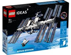 The kit features the space station itself complete with two rotating joints and eight adjustable solar panels as well as a posable robotic arm. The kit includes a stand, two astronaut microfigures, a mini NASA space shuttle and… Station Iss, Lego Space Station, Lego Technic, Lego Shop, Boutique Lego, Modele Lego, Science Stations, Lego Spaceship, International Space Station