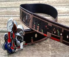 The Super Mario World belt is geek chic at it's best. This custom made belt sports an eye-catching flying Mario buckle, complemented by a tanned leather belt...